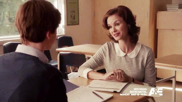 Школьная учительница вызывает у Нормана волнение