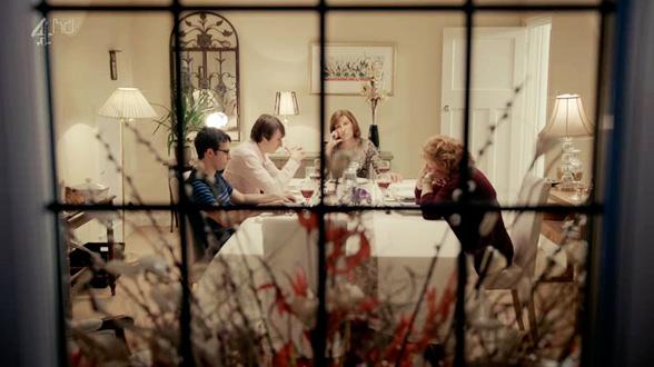 Редкий момент, когда все просто сидят за столом