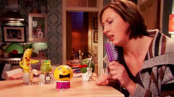 Подружка Миранды Стиви утверждает, что сидеть дома с друзьями из фруктов не считается личной жизнью, но кто ж её послушает
