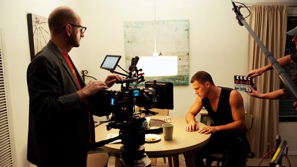 Стивен Содерберг и относительно одетый Ченнинг Татум на съёмках «Супер Майка»