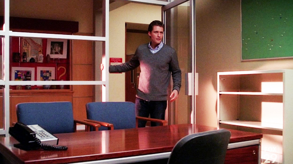 01×13. Эмма не успевает уйти далеко — Шустер находит её в коридоре